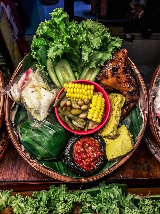5 Jenis Makanan Tradisional Khas Sunda Yang Masih Menjadi Favorit