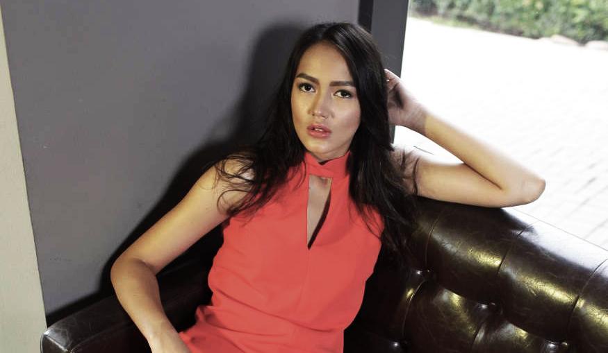 Melayu Nicole artis cantik dan bintang Film mengaku akan menerima semua tawaran karakter yang diajukan kepadanya dalam dunia film.