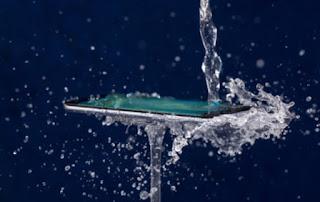पानी_से_गीला_होने_पर_फ़ोन_को_कैसे_बचायें