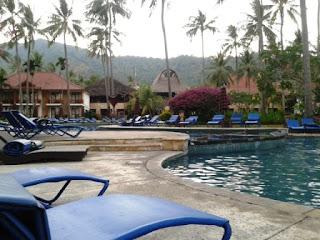 kolam renang holiday resort hotel sengigi