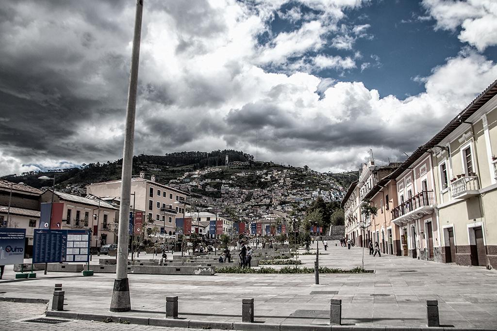 Centro histórico de Quito, Ecuador. Vista hacia las montañas