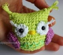 http://translate.google.es/translate?hl=es&sl=auto&tl=es&u=http%3A%2F%2Fhappyamigurumi.blogspot.com.es%2F2014%2F12%2Ffee-amigurumi-pattern-owl.html