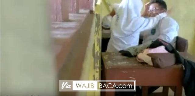 Parah!!! Video Anak Smp Main Game Cium Ciuman Di Kelas [Share Biar Cepet Ketangkap]
