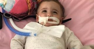 Κοριτσάκι ξυπνάει από κώμα λίγα λεπτά πριν αποσυνδέσουν το μηχάνημα που το κρατάει στη ζωή