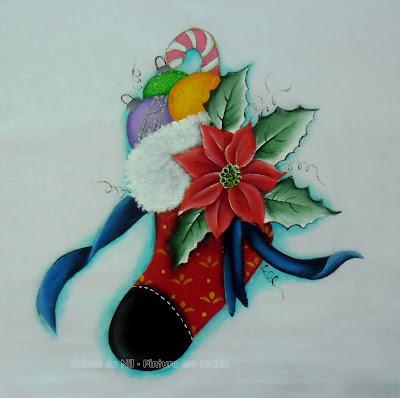 pintura natalina meia com bolas coloridas e flor bico de papagaio