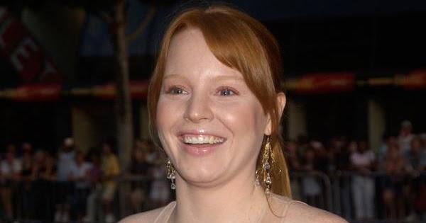 World Celebrity Image: Bra Size Of Lauren Ambrose