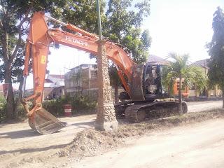 Ruas Jalan Provinsi Gatot Subroto Sedang Dipermak, Jalan Datuk Dibanta Belum Digenjot