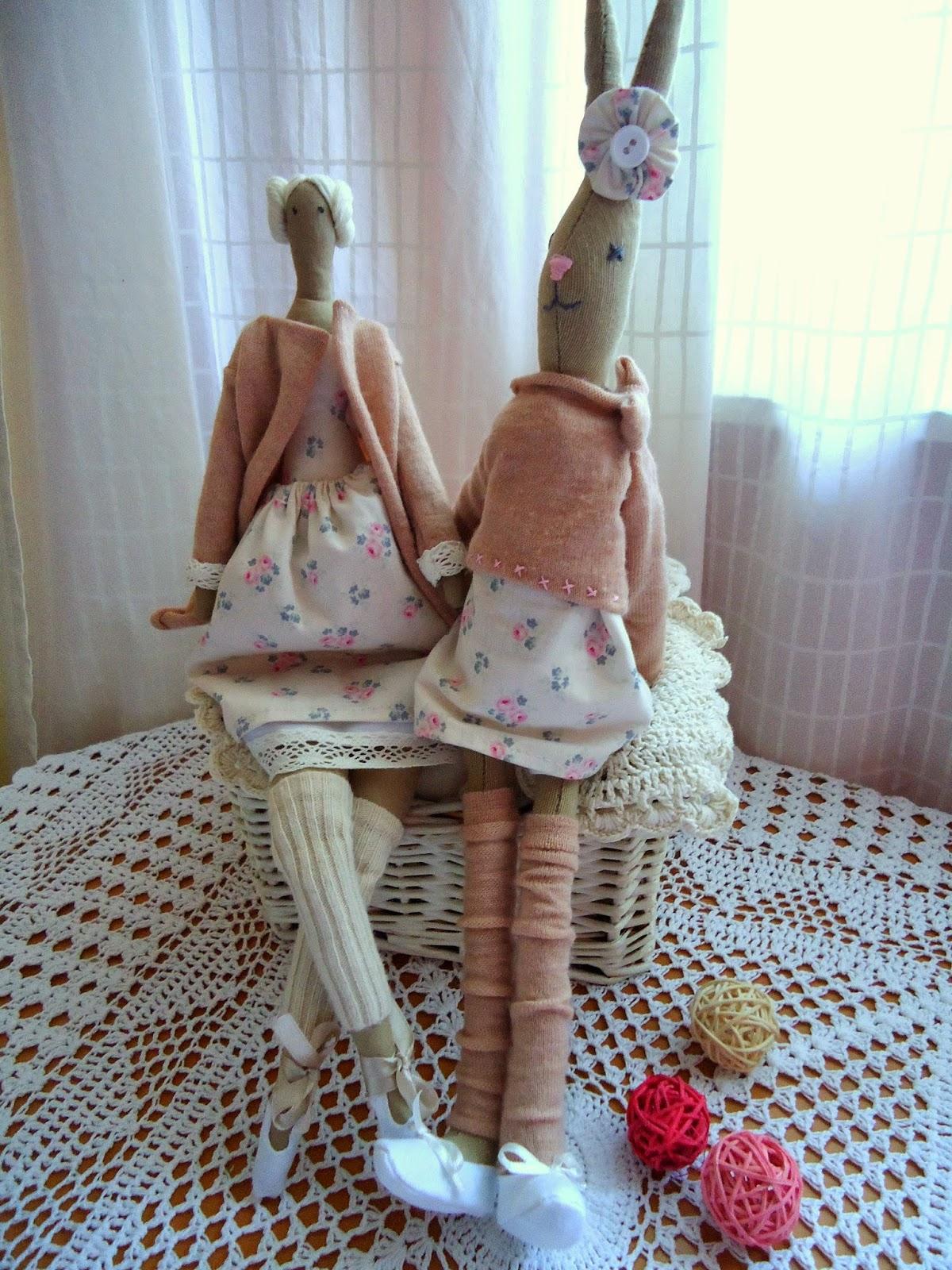 tilda  i klróliczek w pastelowych sukienkach