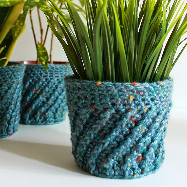 Tutorial: Spiral Crochet Planter Cover | The Inspired Wren