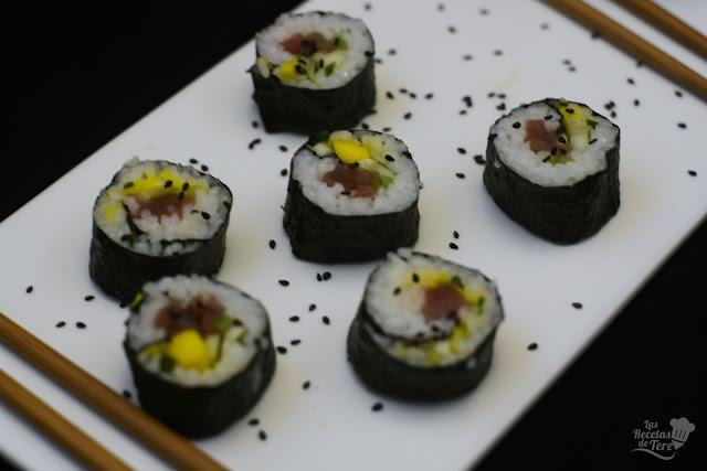 Maki sushi con atún, mango y apio tererecetas 06