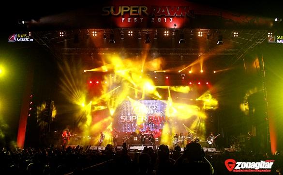 God Bless, /rif, Dan Changcuters Sukses Gempur Panggung Super Rawk Fest Banjar