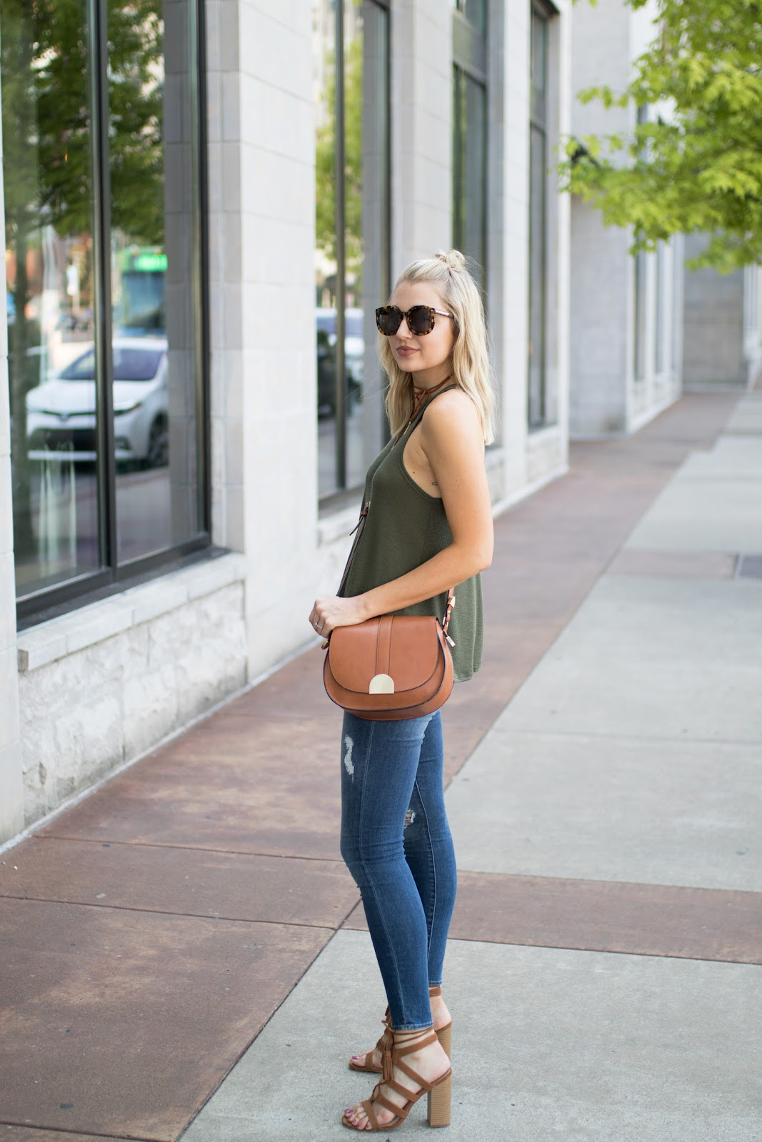 Casual tank with distressed skinnies