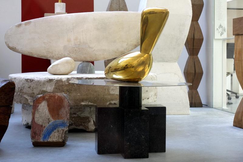 paris atelier brancusi annexe du centre pompidou reconstitution de l 39 atelier du sculpteur. Black Bedroom Furniture Sets. Home Design Ideas