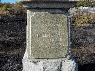 Новгородское. Памятник немцу-меннониту на кладбище
