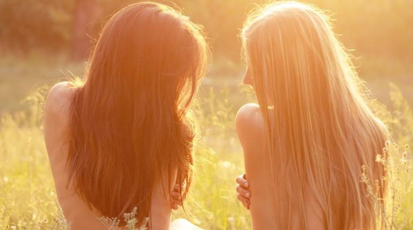 girls-in-nature-morning