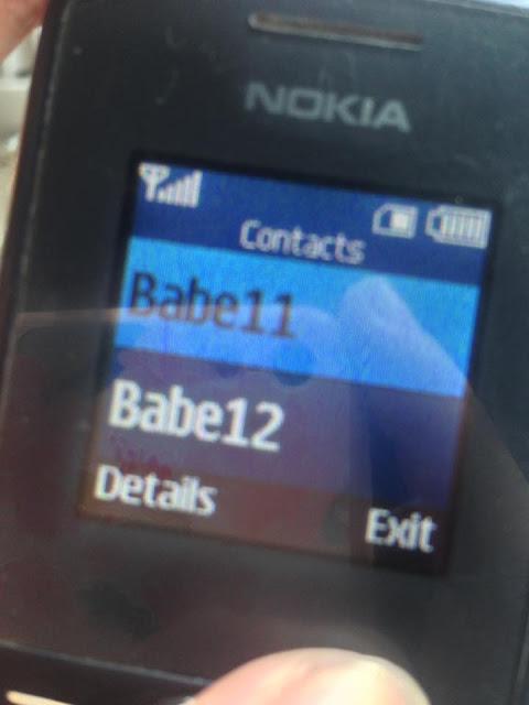 Nakakita Ang Babaeng Ito Ng Cellphone Sa Loob Ng Jeep Ngunit Hindi Niya Inakala Ang Mga Nabasa Niyang Mensahe Dito!