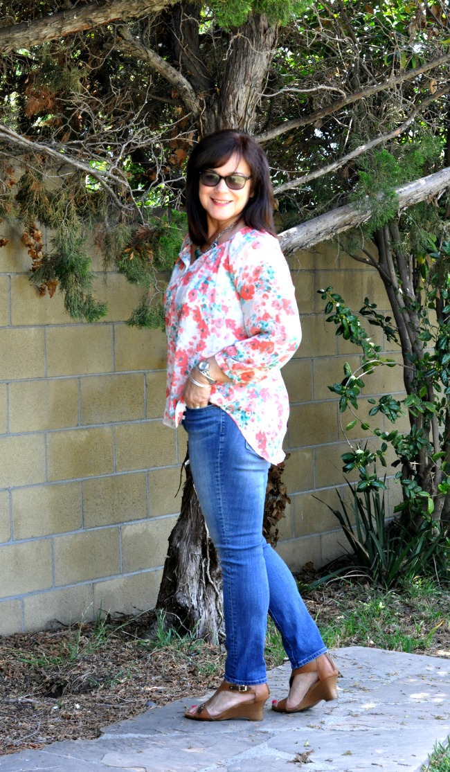 skinny jeans and floral blouse