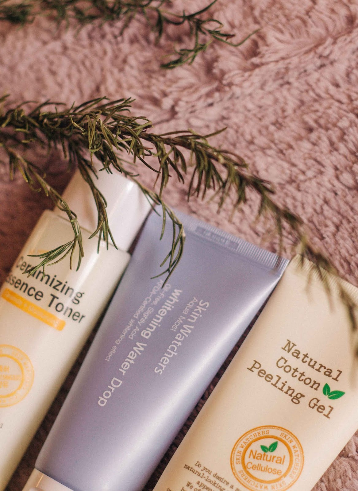I got to know Skin Watchers last year through Jolse. The first product I tried from the brand was  a cleaning oil - a product that quickly became a cleaning essential to me. The brand was kind enough to send me three more products to try, and today, I will finally talk a bit about each one.