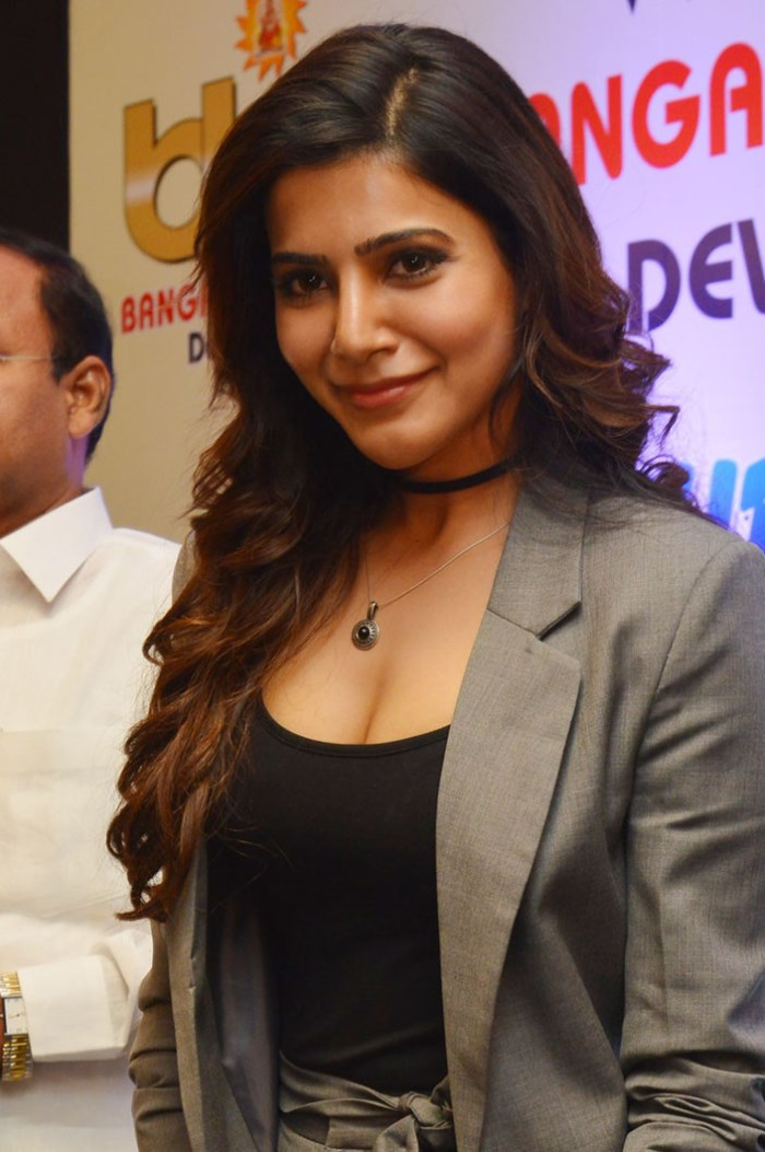 Samantha hot in black tshirt