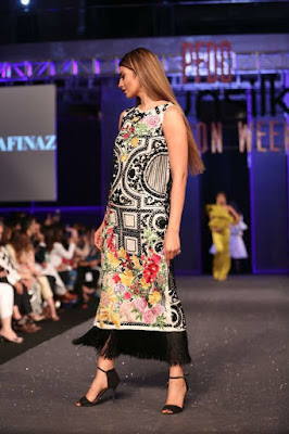 Sana-safinaz-collection-2017-at-sunsilk-fashion-week-3