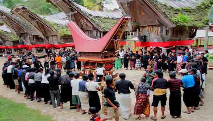 Inilah 18 Upacara Adat di Indonesia Lengkap Gambar Dan Penjelasannya
