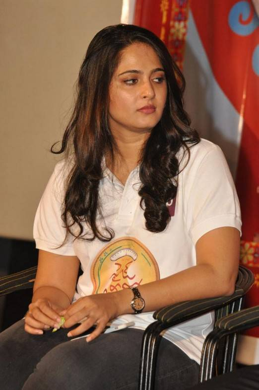 Anushka Stills At Size Zero Gold Contest Press Meet