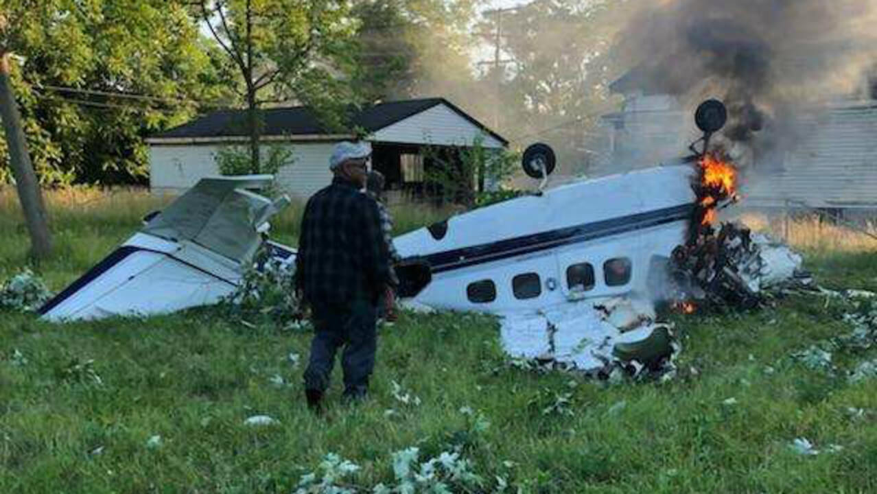 Small Plane Crash Executes 2 In Detroit As Witnesses Save Pilot