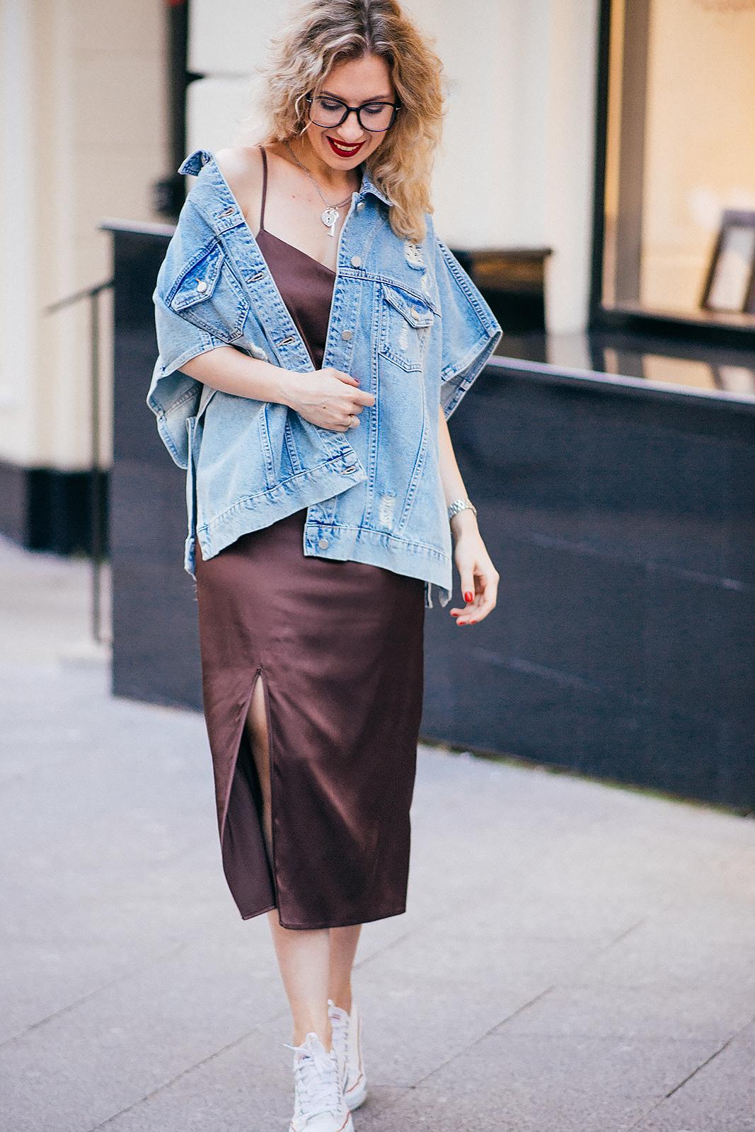 rita_maslova_fashion_blogger_ritalifestyle_denim_jacket_underwear_dress_glasses_red_lips_4