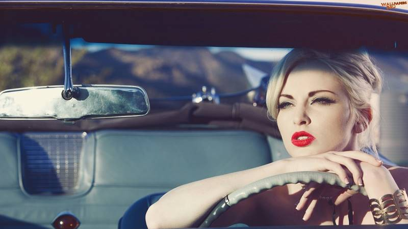 Mulher Loira Linda no Carro 1920x1080 HD Papel de Parede