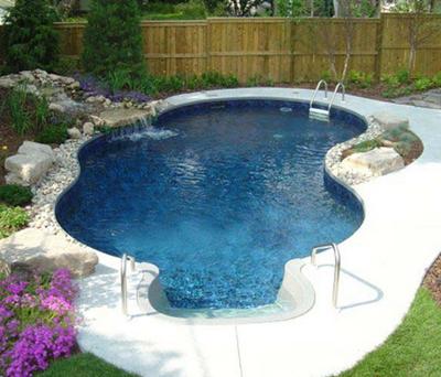 kolam renang bernuansa alami