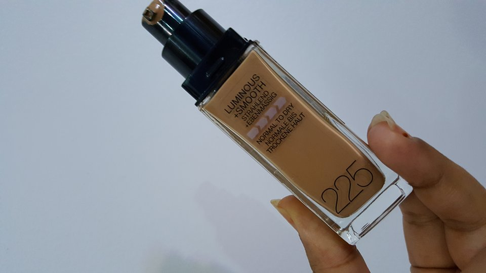 Maybelline Fit Me Foundation dispenser