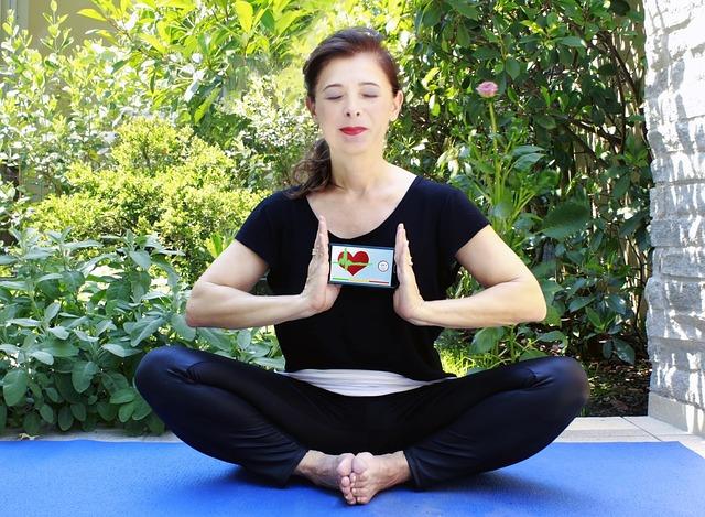 Mulher calma e praticando yoga
