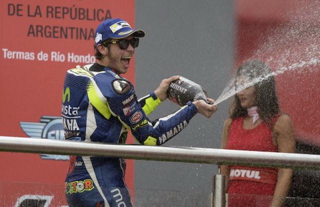 Tak Punya Anak dan Istri, Valentino Rossi Diprediksi Langgeng di MotoGP