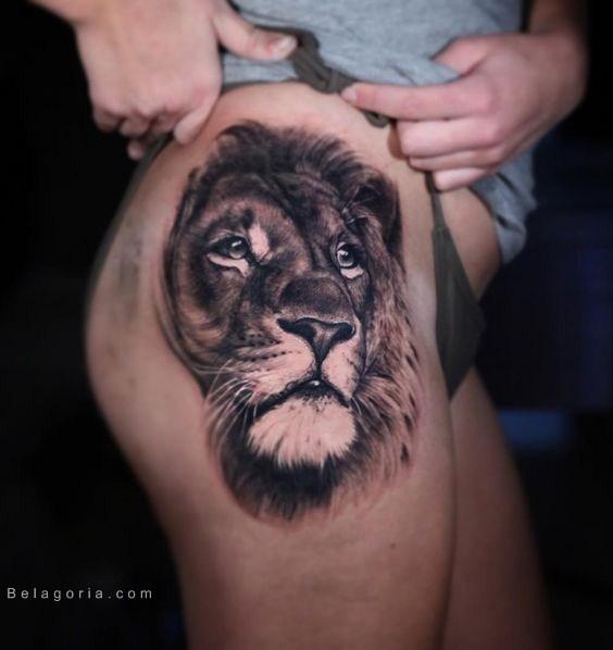 Un tatuaje en la cadera de una preciosa modelo