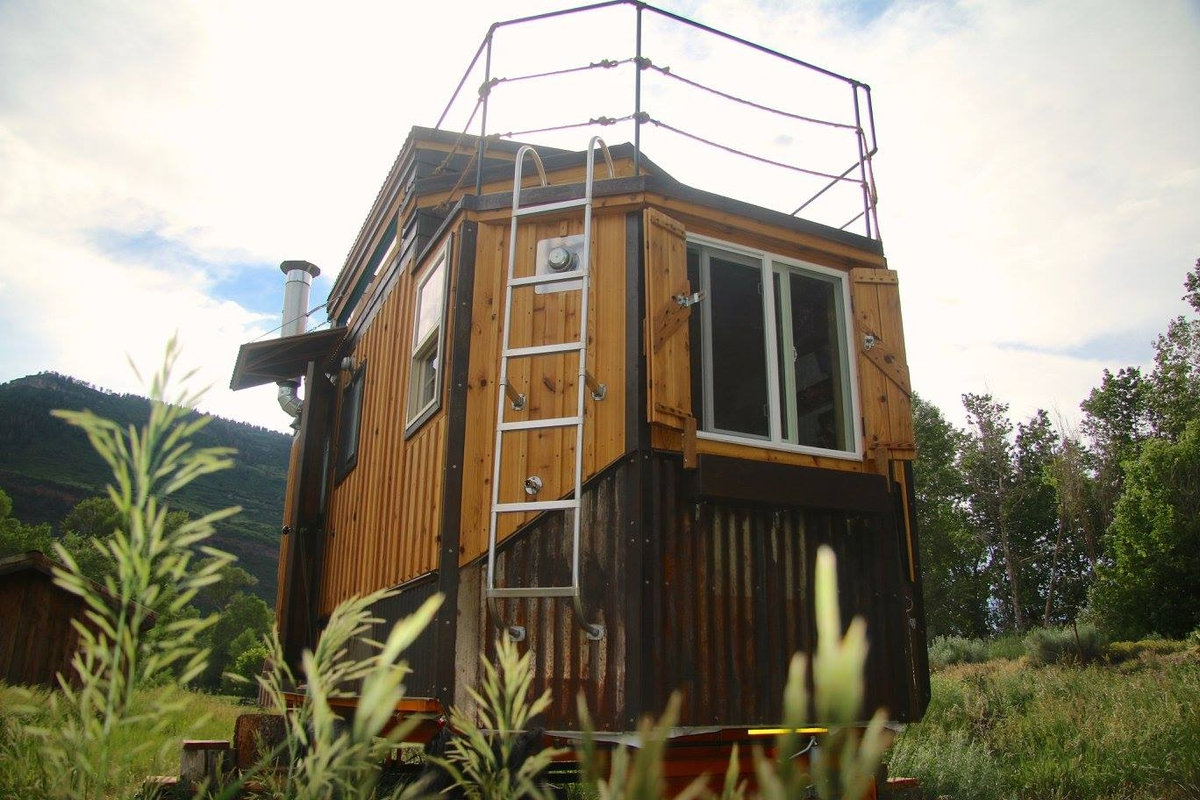 16-Jeremy-Matlock-Rogue-Valley-Tiny-Home-Construction-Architecture-with-the-Nautical-Tiny-House-on-Wheels-www-designstack-co