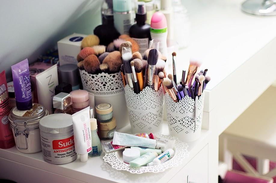 Qual è il miglior modo per disinfettare il bucato?, bucato, batteri, disinfettare, pennelli, trucco, make up