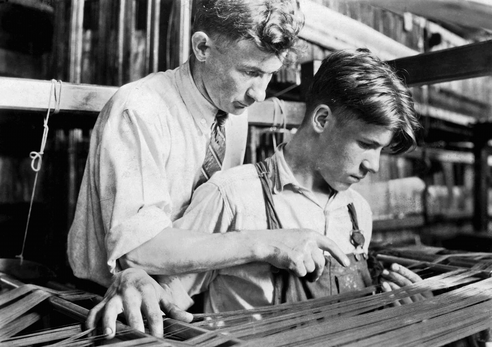 history in photos lewis hine mill workers. Black Bedroom Furniture Sets. Home Design Ideas