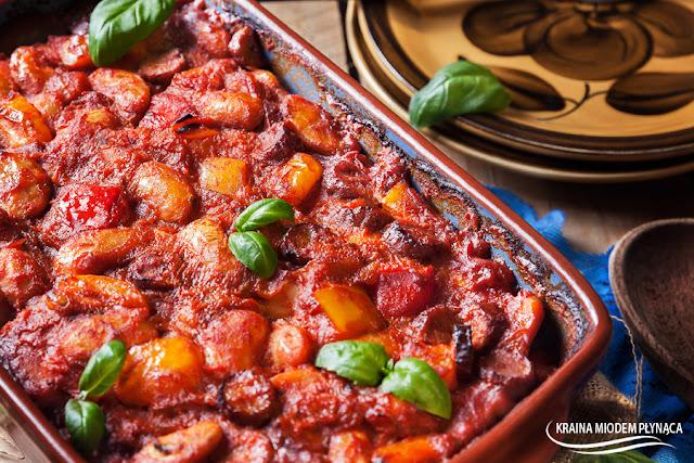 pieczona fasolka, fasolka po bretońsku, fasola z papryką, fasola z kiełbasą, fasola w sosie pomidorowym, fasola z pomidorami, zapiekanka z fasolą, zapiekanka z papryką, zapiekanka z kiełbasą, kraina miodem płynąca