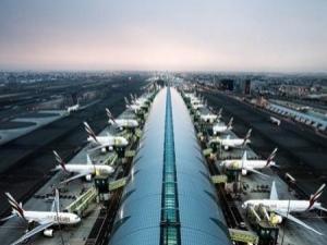 طائرة إيرانية تقصف مطار دبي الدولي بسلسلة غارات جوية اليوم الاحد..! (تفاصيل)