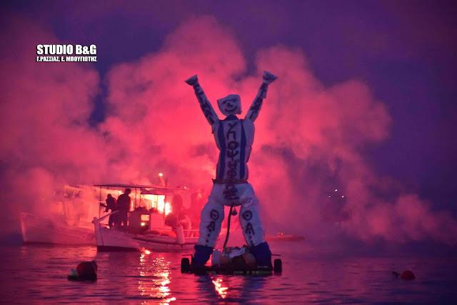 Αργολίδα: Στο Τολό έκαψαν τον Ιούδα στη θάλασσα (βίντεο)