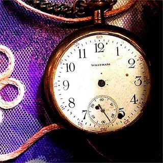 Reloj en el Mesón de la Abundancia en Real de Catorce. El desierto me   enseña que se puede vivir sin   la esclavitud del tiempo