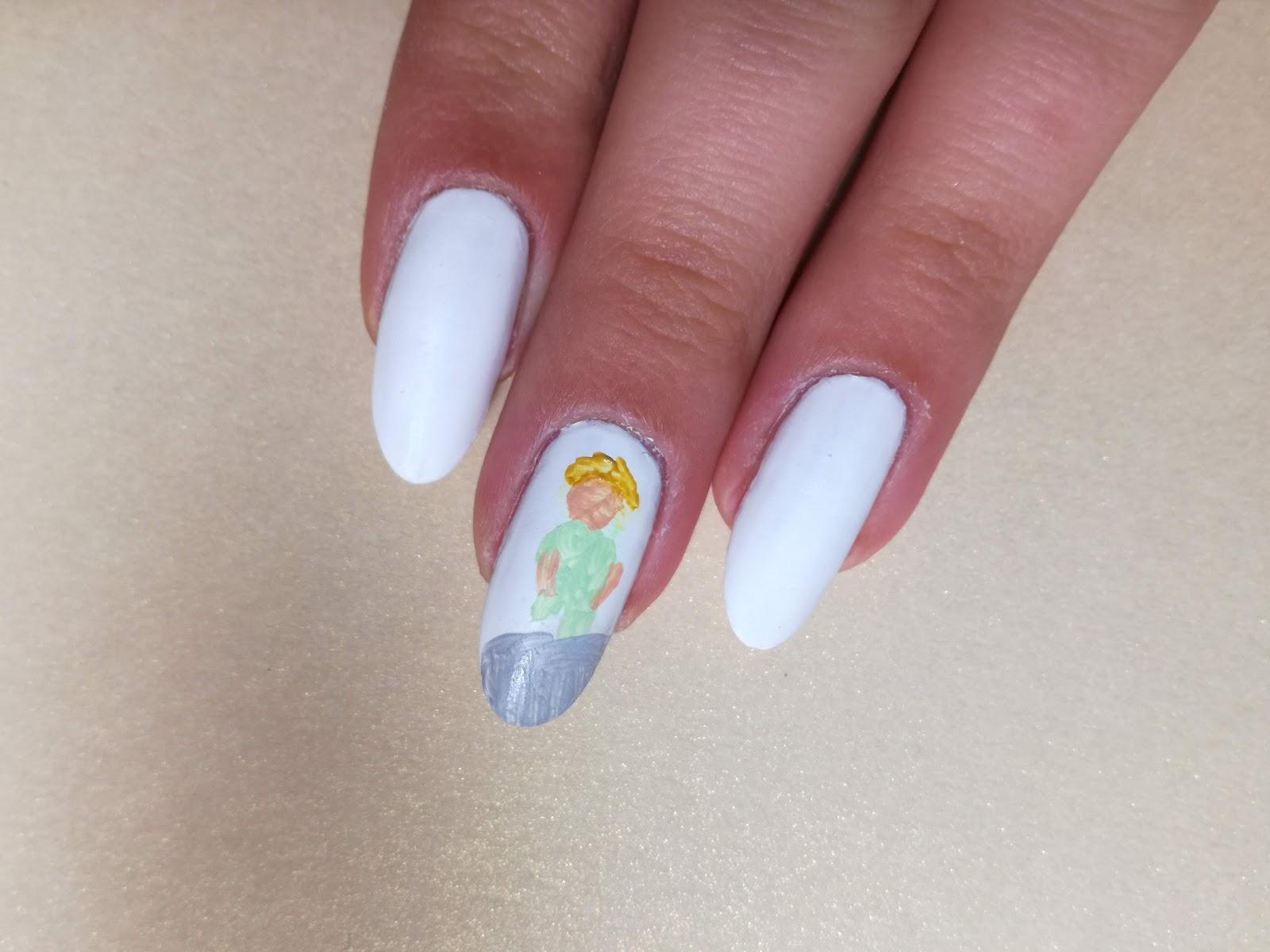 wstępne plamy na paznokciu