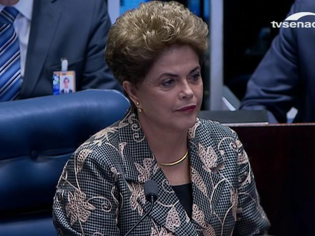 Num discurso duro, Dilma diz que trata-se de um 'golpe' seu impeachment