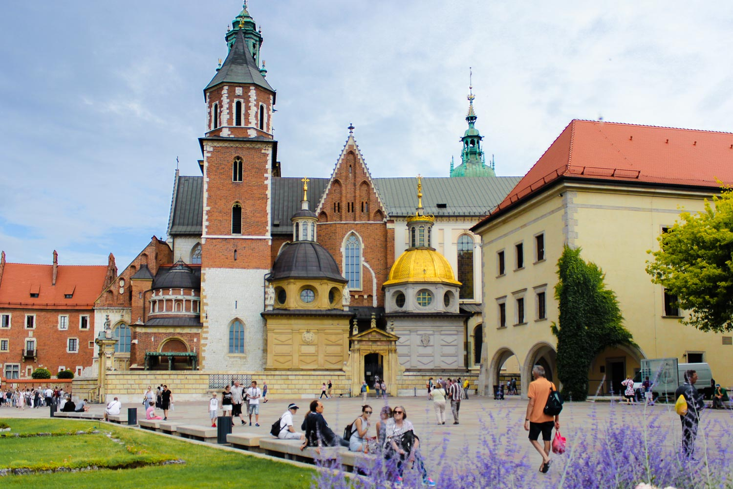 wawel cathedral golden dome krakow