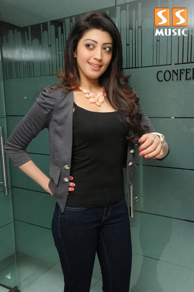 Pranitha  Latest Photoshoot Actress Photos Indian HD Wallpaper #Pranitha