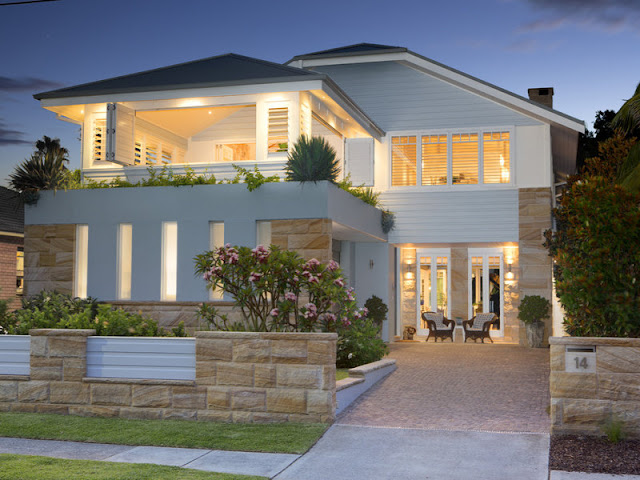 Stunning collaroy beach house on the northern beaches of for Beach home designs nsw