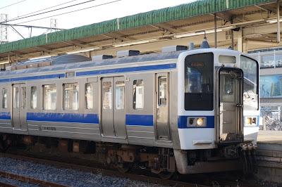 水戸線小山駅停車中の415系1500番台