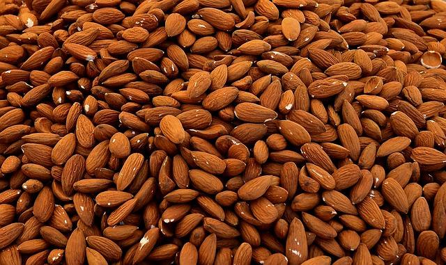 Los aceites naturales en las almendras vienen muy bien para el estómago