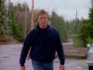 MacGyver - Season 4 Episode 18: Renegade