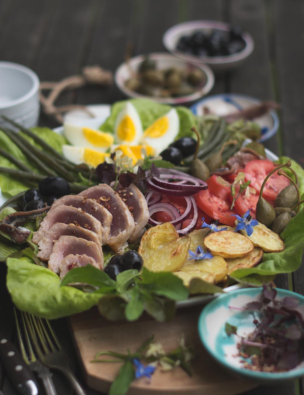 Salade Niçoise - Rosa gebratener Thun